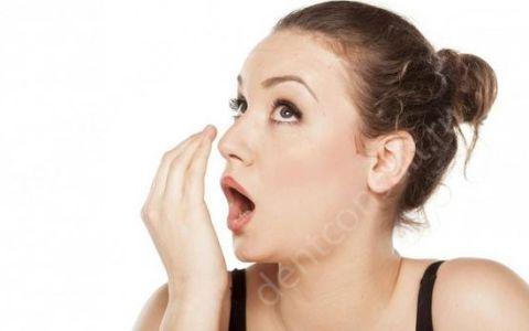 Какие народные средства использовать от неприятного запаха изо рта?