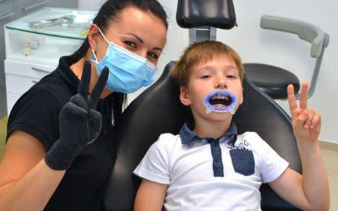 Можно ли отбеливать зубы в детском возрасте