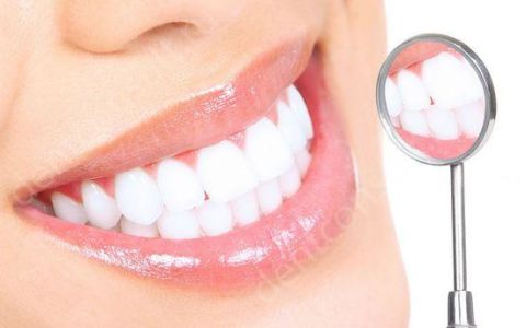Активированный уголь для отбеливания зубов, или пищевая сода, что эффективней?