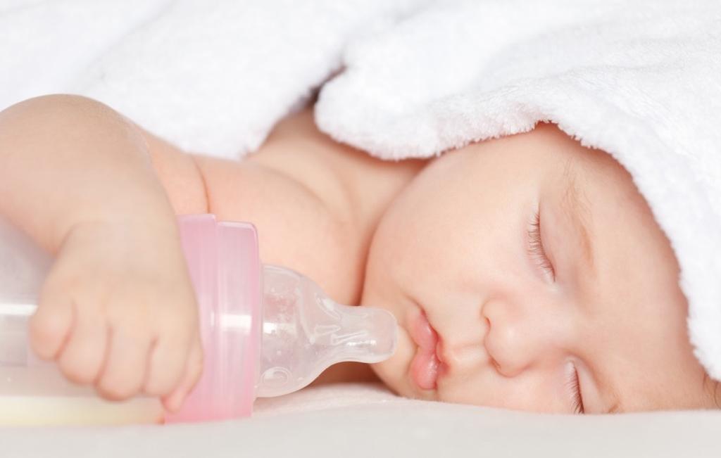 Бутылочный кариес у детей — причины и лечение в статье журнала о стоматологии Startsmile