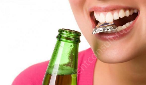 Открывание зубами банок и бутылок приводит к тому что зубы крошатся