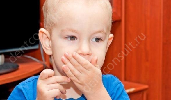 Запах изо рта у ребенка, причины и как избавиться