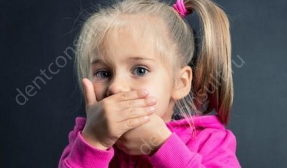 Неприятный запах изо рта у ребенка – это проблема, которая встречается достаточно часто. Причем и у взрослых пациентов