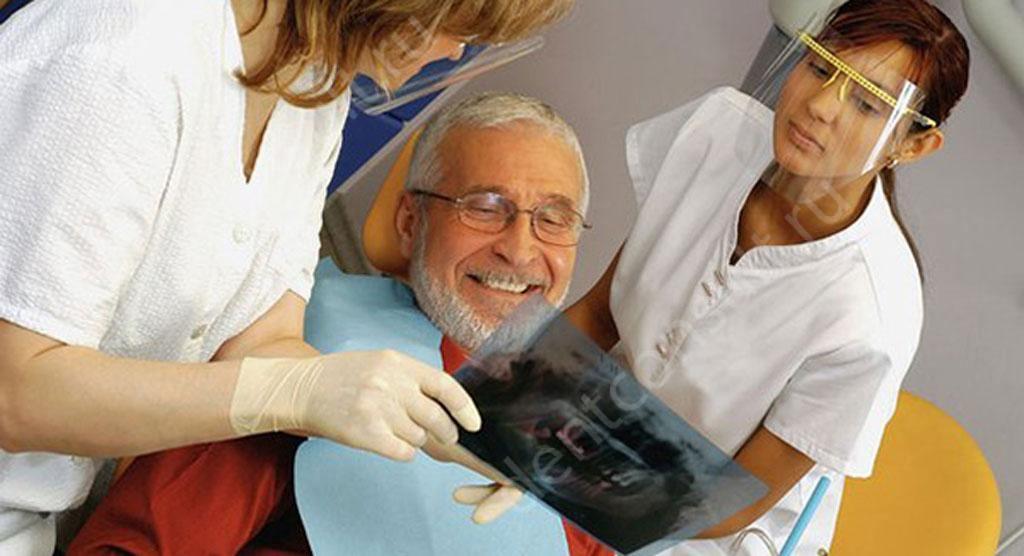 Как сделать зубы ветерану труда