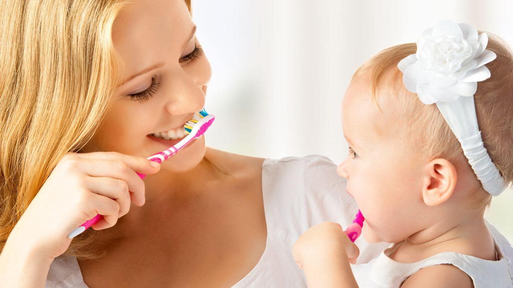 Приучайте ребенка к ежедневной процедуре чистки зубов