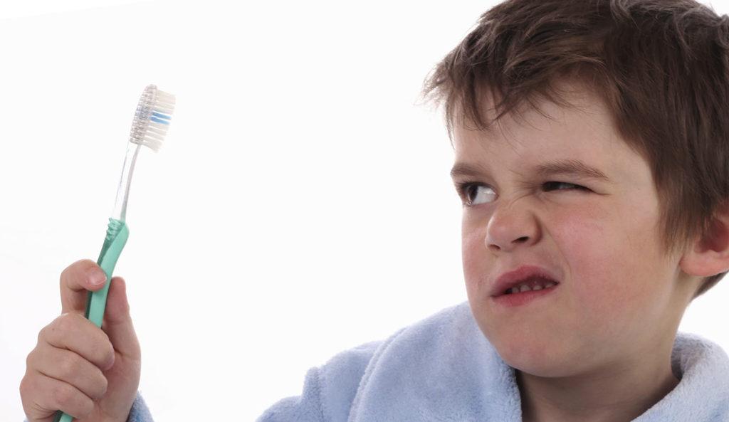 Плохая гигиена полости рта приводит к кариесу молочных зубов