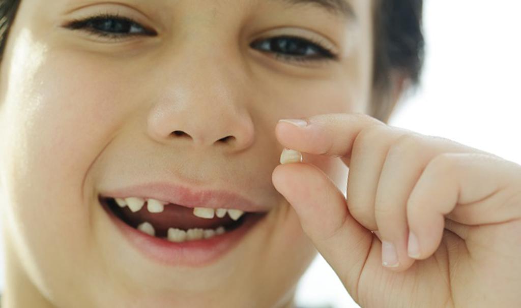 Когда требуется удаление молочного зуба?