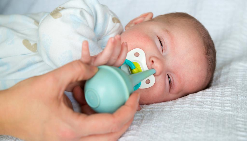 Промывание носа ребенку лучше проводить перед сном