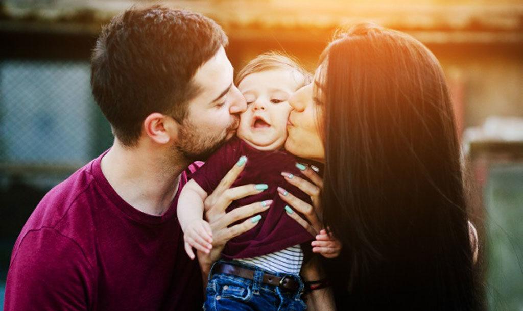 Вирус передается от поцелуев всем членам семьи