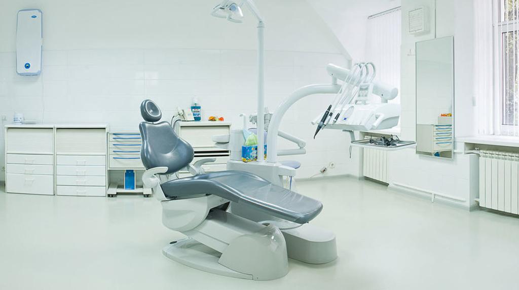 Рейтинг клиник для проведения имплантации зубов