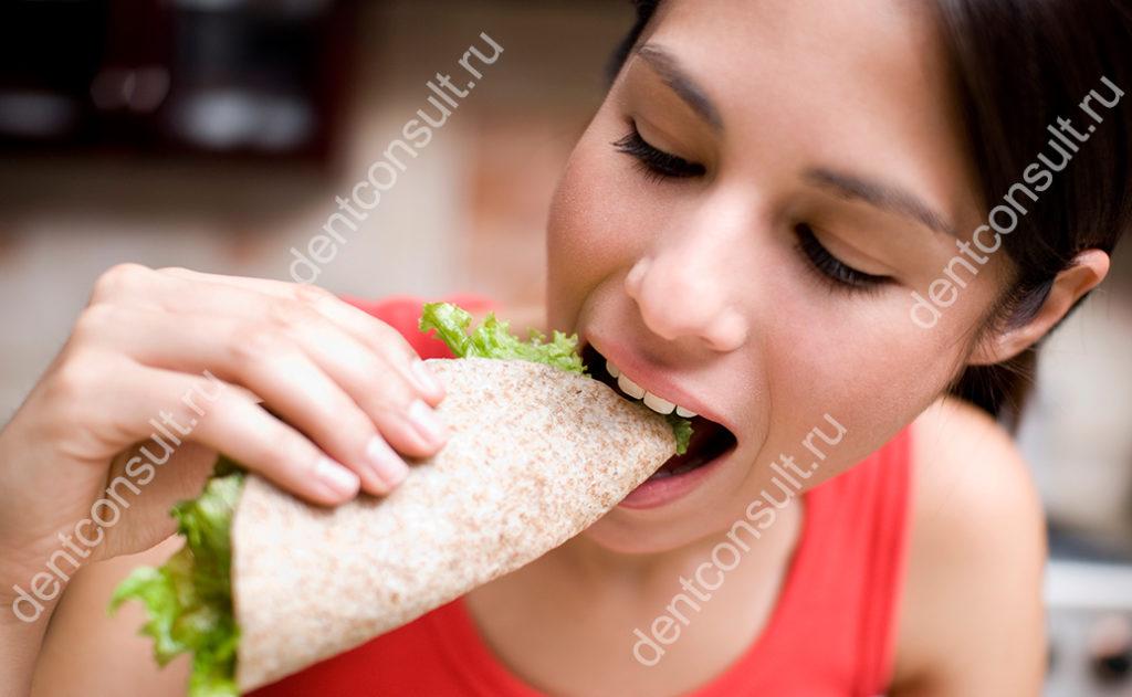 принять пищу